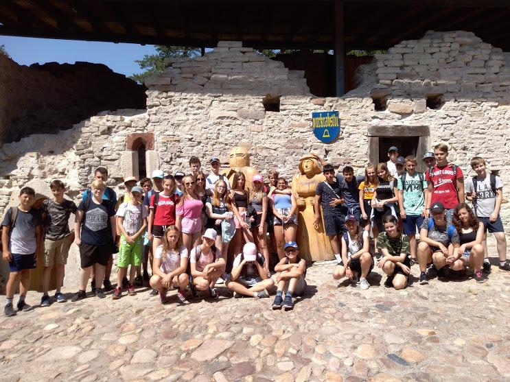Děti ze 7. třídy ZŠ Mládežnická Trutnov , společná fotografie z výletu