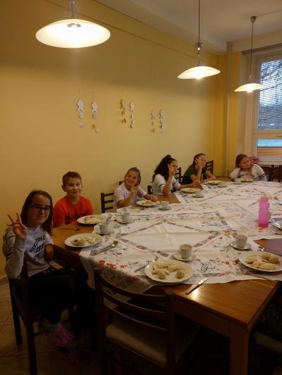Žáci GaP stolují ve školní kuchyňce