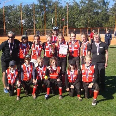 Hráčky softbalu SK Horní Staré Město kategorie do 13 let s bronzovými medailemi získanými na mistrovství České republiky
