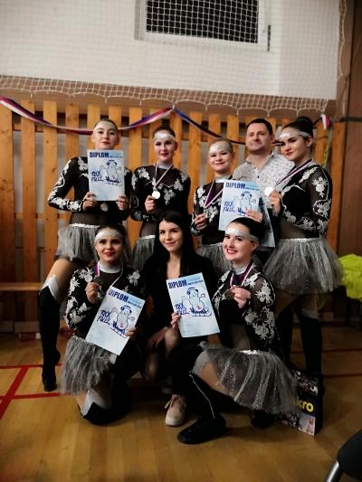 ReBels team Trutnov s diplomy a medailemi za 2. místo v akrobatickém rokenrolu MDFJ na White cupu